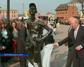 В Кам'янці-Подольскому установили пам'ятник туристу